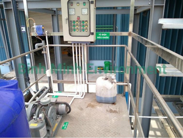 Hình 3. Thi công lắp đặt tủ điện xử lý nước thải - Hoàn thiện hệ thống điện